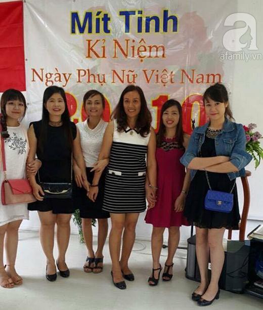 Cô chủ nhỏ xinh đẹp chụp ảnh cùng những phụ nữ người Việt khác đang sống và làm việc tại Angola.(Ảnh: Internet)