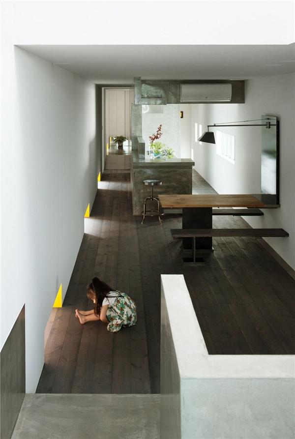 Giữ kết cấu diện mạo tối giản và đón đủ ánh sáng, các ô cửa sổ được bố trí đặc biệt hơn.