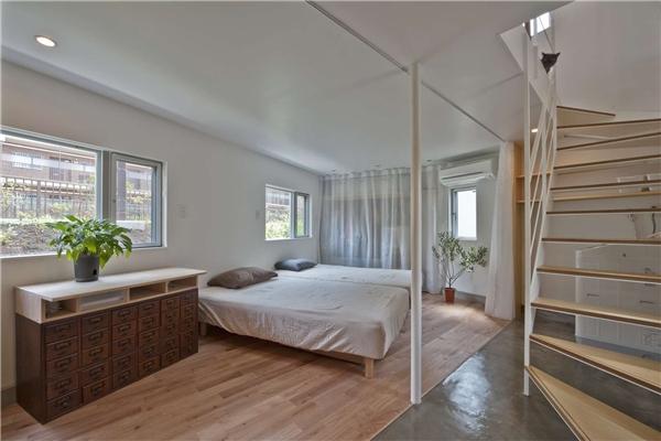 Các thiết bị, nội thất cũng được chọn lựa theo tiêu chí đơn giản, tiện dụng.