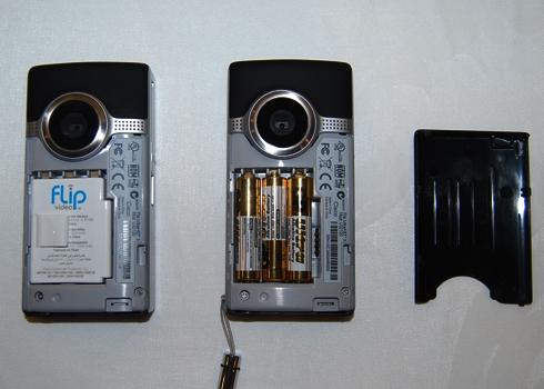 Để pin lâu trong thiết bị điện tửcó thể gây chập, hỏng mạch.(Ảnh: Internet)