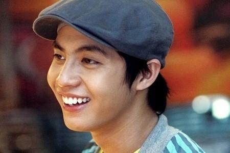 Anh chàng lúc nào cũng vui vẻ và mỉm cười cùng mọi người. - Tin sao Viet - Tin tuc sao Viet - Scandal sao Viet - Tin tuc cua Sao - Tin cua Sao