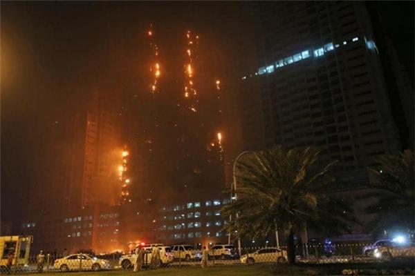 AP dẫn lời nhà chức trách địa phương cho biết, lính cứu hỏa đã có mặt tại hiện trường nhằm kiểm soát ngọn lửa. Theo một quan chức trực tiếp chỉ đạo hoạt động chữa cháy, việc dập lửa sẽ kéo dài suốt đêm. Tuy nhiên, ông này từ chối cho biết hiệu quả của các hoạt động cứu hỏa.