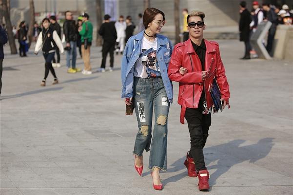 Đi cùng với Minh Hằng trong chuyến đi lần này là chàng stylist trẻ Travis Nguyễn.Cả hainổi bật trên phố Seoul nhờ cách mix - match trang phục trẻ trung và đồng điệu cùng trào lưu thịnh hành tại xứ sở Kim chi.