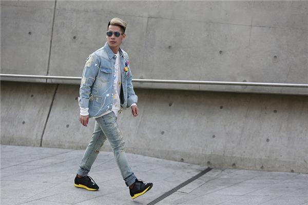 Đến với Seoul Fashion Week, Travis Nguyễn lựa chọn những bộ cánh trẻ trung, năng động mà anh thích nhất.