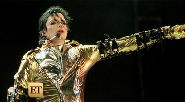 Ông vua nhạc pop phải hầu tòa nhiều lần vì xâm phạm tình dục trẻ em. Ảnh: ET - Tin sao Viet - Tin tuc sao Viet - Scandal sao Viet - Tin tuc cua Sao - Tin cua Sao