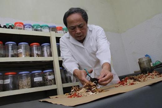 Lương y Vũ Quốc Trung, Phòng chẩn trị y học chùa Cảm Ứng.