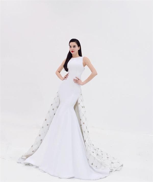 Chiều cao cùng sốđo hình thể nổi bật luôn giúp Hồ Ngọc Hà toả sáng với nhiều loại trang phục.