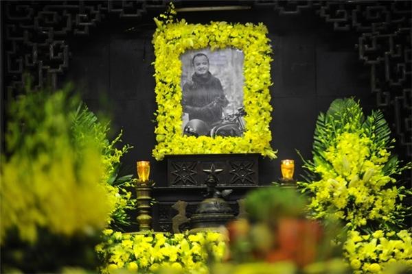 Sáng 23/03, tang lễ nhạc sĩ-ca sĩ Trần Lập diễn ra tại Nhà tang lễ Bộ Quốc phòng (số 5 Trần Thánh Tông, Hà Nội) trong sự tiếc thương vô hạn của gia đình, bạn bè và người hâm mộ. Anh ra đi sau một thời gian chống chọi với căn bệnh ung thư trực tràng. (Ảnh: Internet)