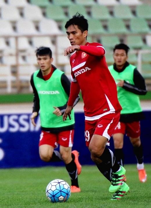 Tiền đạo Hoàng Thiên - cựu cầu thủ HAGL đang khoác áo CLB Đà Nẵng chưa có cơ hội được ra sân bởi sự xuất sắc và phong độ tốt của Công Vinh hay Văn Toàn.