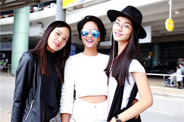 Dàn ngườimẫu bước ra từ Vietnam'sNext Top Model:Chà Mi, H' Hen Nie, Trà Myvui vẻ tạo dáng trước ống kính. - Tin sao Viet - Tin tuc sao Viet - Scandal sao Viet - Tin tuc cua Sao - Tin cua Sao