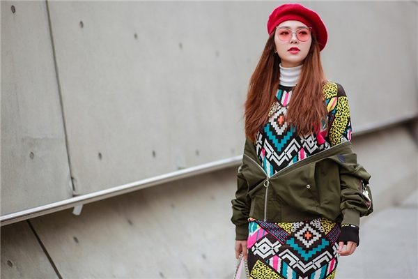 """Choáng với loạt đồ hiệu """"nổi bần bật"""" của Minh Hằng ở Seoul"""