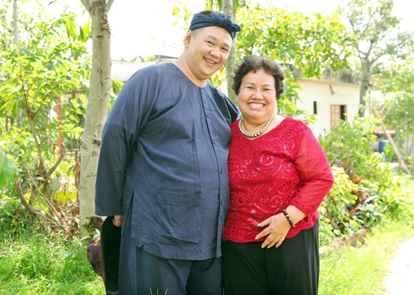 Minh Béo và mẹ trong một chuyếnđi làm chương trình. - Tin sao Viet - Tin tuc sao Viet - Scandal sao Viet - Tin tuc cua Sao - Tin cua Sao