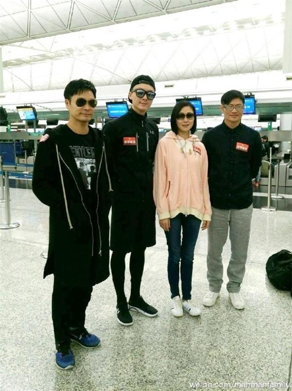 Quách Tấn An, Vương Hạo Tín và Vạn Ỷ Văn tại sân bay Hong Kong trước giờ đến Việt Nam. Ảnh: On.