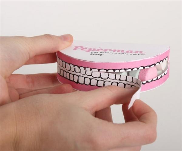 Hộp kẹo bạc hà có hình hàm răng, giúp răng luôn được trắng sáng như trên hộp. (Ảnh: Bright Side)