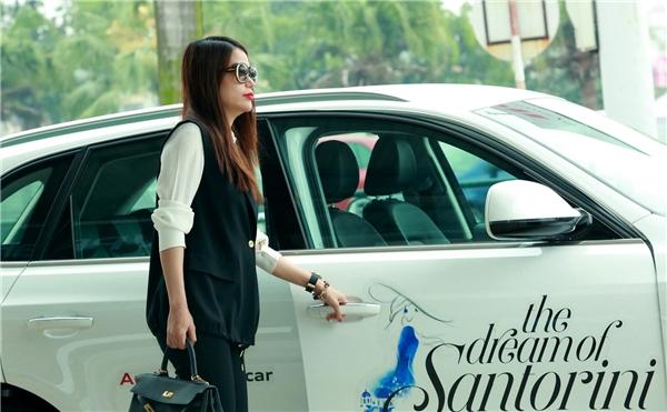 """Hai """"kiều nữ"""" V-biz đã có mặt tại Hà Nội để chuẩn bị cho show diễn thời trang sắp tới. - Tin sao Viet - Tin tuc sao Viet - Scandal sao Viet - Tin tuc cua Sao - Tin cua Sao"""