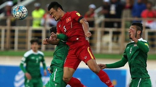Đình Luật và các đồng đội đã có trận đấu khó khăn trước Iraq. Kết quả thua khiến tuyển Việt Nam phải tạm biệt giấc mơ World Cup. (Ảnh: AFP)