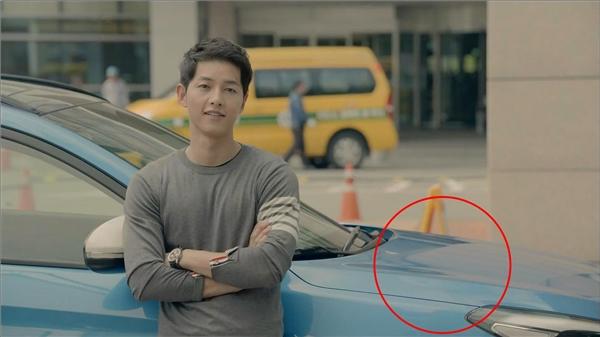Lúc ở Hàn Quốc, Shi Jin đã dùng chiếc xe màu xanh này đến bệnh viện đón Mo Yeon.