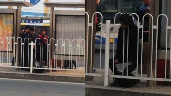 Hình ảnh cô gái trẻ mắc kẹt trong hàng rào chắn năm 2013. (Ảnh: Internet)