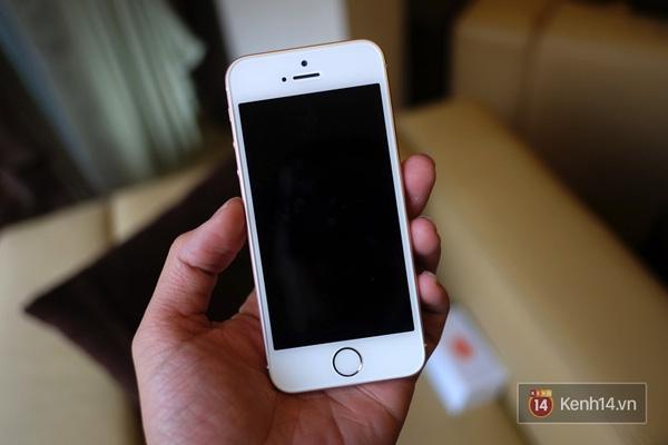 Nhìn mặt trước, khó có thể phân biệt được với iPhone 5s. (Ảnh: Internet)
