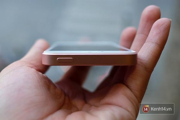 Các chi tiết trên viền máy không khác gì iPhone 5s. (Ảnh: Internet)
