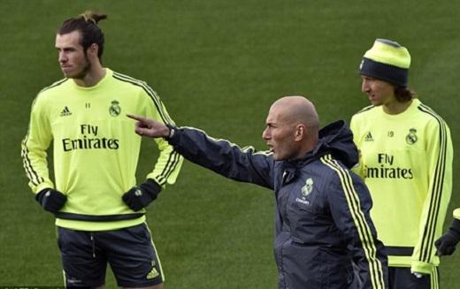 HLV Zidane hivọng sẽ giúp Real có kết quả tốt tại Nou Camp. (Ảnh: Internet)