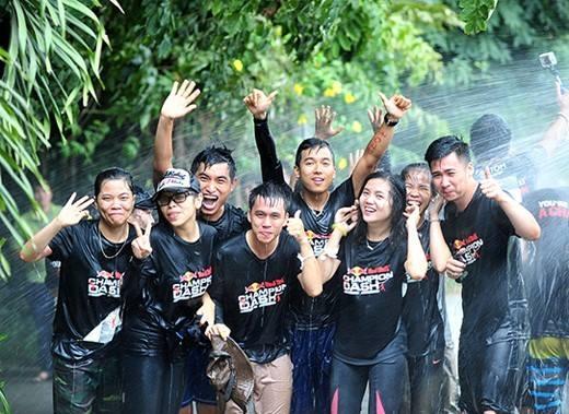 Chỉ tại cuộc đua này, càng lấm bẩn, càng bị ướt, càng ra nhiều mồ hôi thì mới lại càng vui. (Ảnh: Internet)