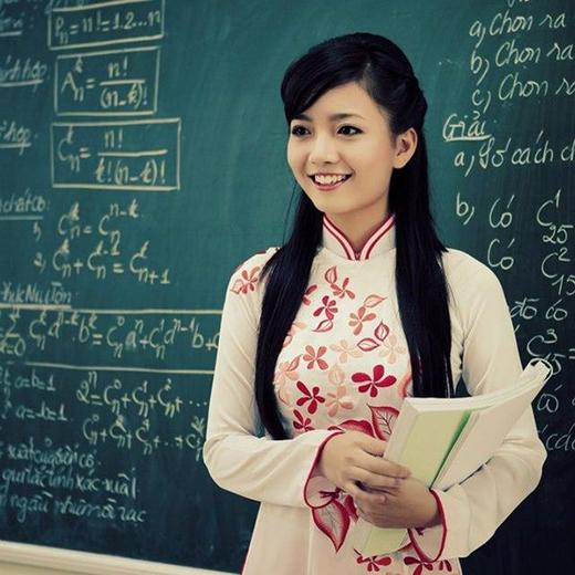 Tôi là một giảng viên đại học. Năm nhất có một nữ sinh viên nói với tôi là phải về nhà để đính hôn. Năm hai thì vẫn là cô nàng này, xin về nhà kết hôn. Đến năm ba thì con của học trò tôi đầy tháng! (Ảnh: Internet)