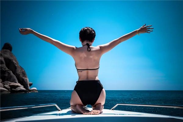 Tóc Tiên tận hưởng cảm giác sảng khoái khi ngồi tàu ra khơi. - Tin sao Viet - Tin tuc sao Viet - Scandal sao Viet - Tin tuc cua Sao - Tin cua Sao