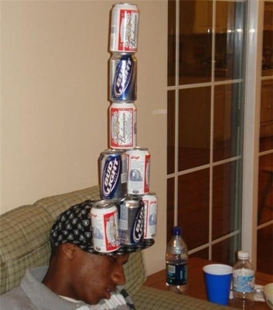 Say xỉn sẽ làm vật mẫu cho lũ bạn thể hiện tài năng.