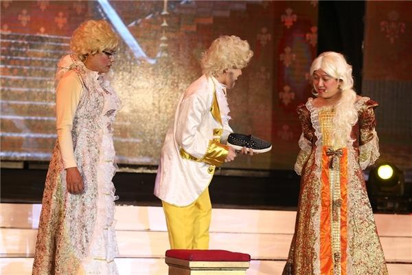 Hăng say diễn xuất, Trấn Thành bị rách áo trong đêm liveshow - Tin sao Viet - Tin tuc sao Viet - Scandal sao Viet - Tin tuc cua Sao - Tin cua Sao