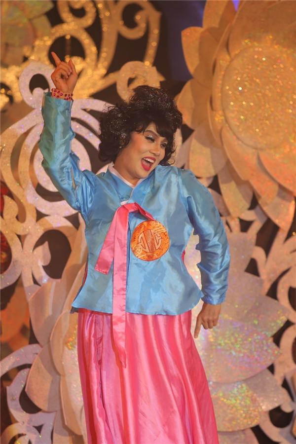 Duy Khánh với tạo hình cô gái Hàn Quốc nhí nhảnh trên sân khấu. - Tin sao Viet - Tin tuc sao Viet - Scandal sao Viet - Tin tuc cua Sao - Tin cua Sao
