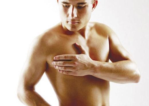 Ngực phát triển ở nam giới là do mất cân bằng hormone. Điều này dễ dẫn đến các bệnh về gan. (Ảnh: Internet)