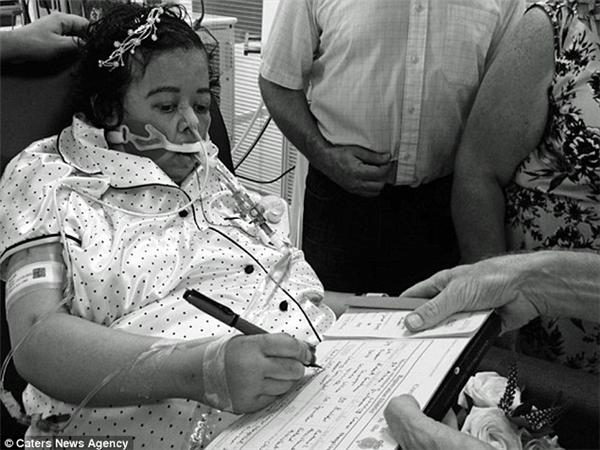 Robertquyết định tổ chức đám cưới với Sereenangay trên giường bệnh.(Ảnh: Daily Mail)
