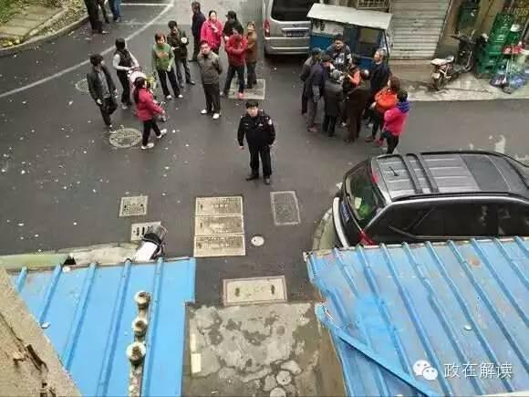 Cảnh sát và các phóng viên lập tức đến hiện trường. (Ảnh: Internet)