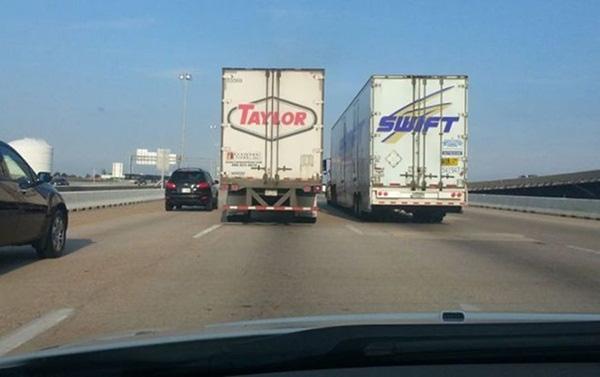 """16. Hai chữ cái ghép vào đúng tên """"Công chúa nhạc đồng quê"""" Taylor Swift."""