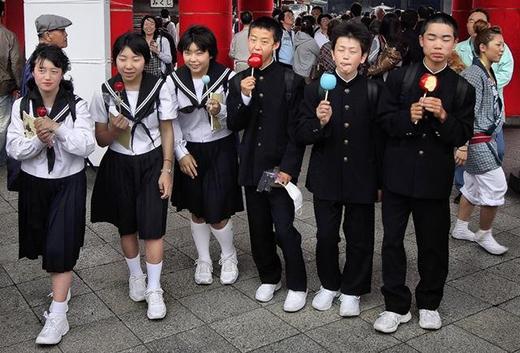 Váy đồng phục học sinh Nhật Bản không hề ngắn như trong Manga. (Ảnh: Internet)