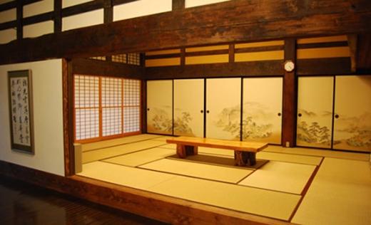 Đa số trong nhà người Nhật toàn tủ, rất ít để đồ đạc. (Ảnh: Internet)