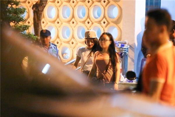 Hari diện cây đen toàn tập đi ủng hộ liveshow Trấn Thành - Tin sao Viet - Tin tuc sao Viet - Scandal sao Viet - Tin tuc cua Sao - Tin cua Sao