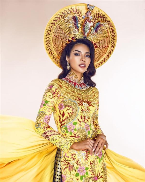 Trang phục truyền thống của Khả Trang.