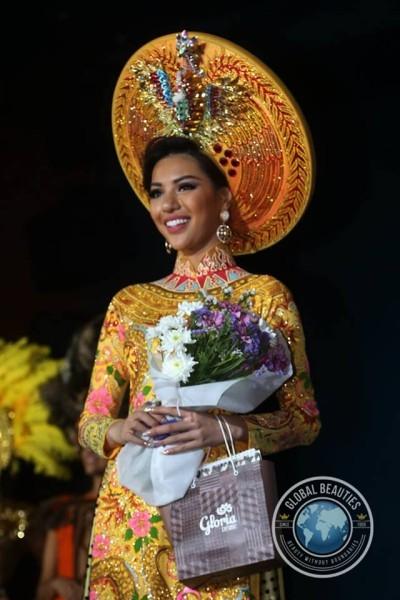Và bộ quốc phục này đã giúp Khả Trang ghi điểm ngay trong thử thách đầu tiên. Trong phần thi trang phục truyền thống, Khả Trang đã xuất sắc xếp ở vị trí thứ 3.