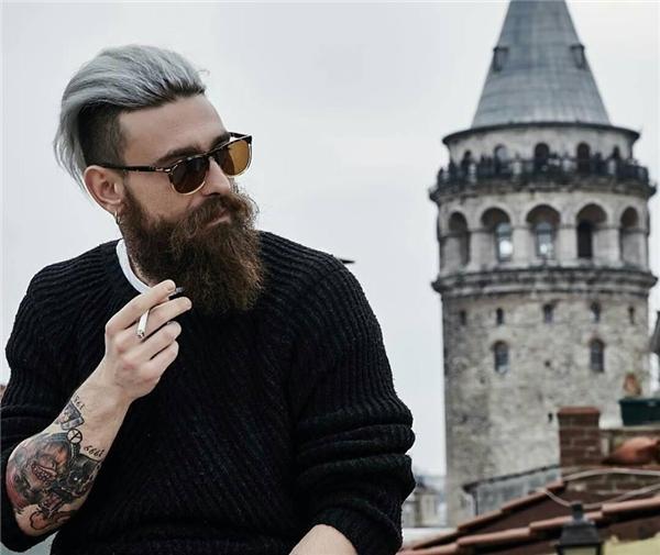 Không phải hút thuốc mới là đàn ông đích thực mà là sự từng trải của một người đàn ông được bộc lộ một phần qua điếu thuốc. (Ảnh: Internet)