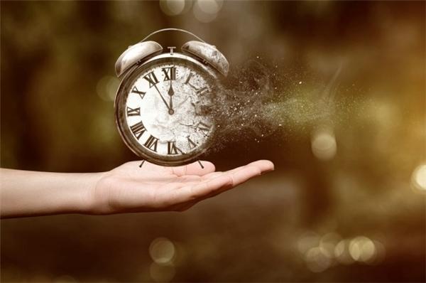 Thời gian một khi đi qua sẽ không bao giờ trở lại. (Ảnh: Internet)