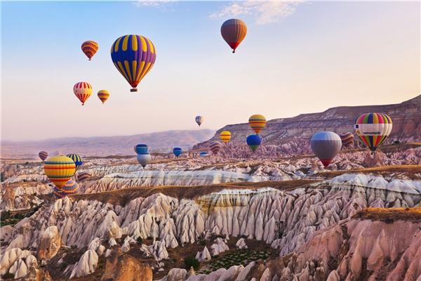 Ước mơ được lang thang khắp bầu trời trên một chiếc khinh khí cầu.(Ảnh: Internet)