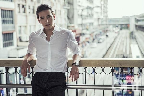 Đối với nhiều fan, hình ảnh Ji Chang Wook với chiếc sơmi trắng và mái tóc vuốt ngược này chính là định nghĩa của sự sexy.