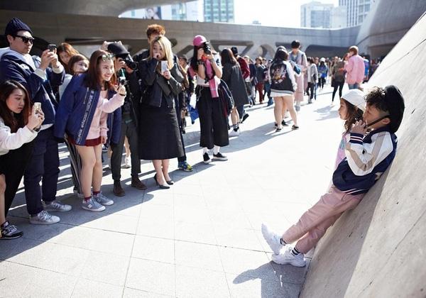 Góc tối phía sau những đứa trẻ sành điệu trong tuần lễ thời trang Seoul