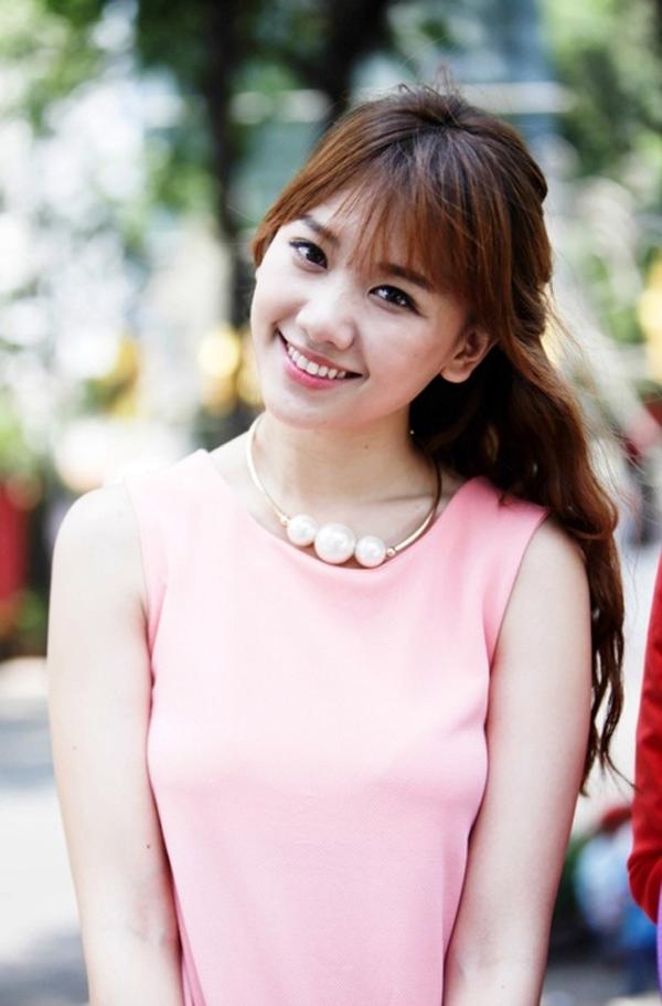 Ít ai biết được rằng nữ ca sĩ mang hai dòng máu Hàn Việt - Hari Won có tên thật là Lưu Esther. Cô hiện đang là một nữ ca sĩ, diễn viên, người mẫu và người dẫn chương trình được khán giả yêu thích hiện nay. - Tin sao Viet - Tin tuc sao Viet - Scandal sao Viet - Tin tuc cua Sao - Tin cua Sao