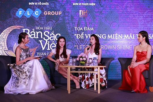 Chị cùng các Hoa hậu chia sẻ kinh nghiệm của mình đến các bạn trẻ đăng kítham gia cuộc thi năm nay. - Tin sao Viet - Tin tuc sao Viet - Scandal sao Viet - Tin tuc cua Sao - Tin cua Sao