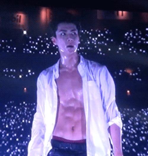 """""""Bỏng mắt"""" trước thân hình 6 múi của các thành viên EXO"""