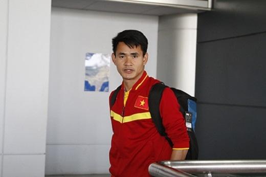 Theo kế hoạch dự kiến, chuyến bay đưa 22/32 thành viên ĐT Việt Nam từ Iran về sân bay Tân Sơn Nhất (TP.HCM) lúc 13h55 chiều 31/3. Tuy nhiên, chuyến bay đã bị trễ khoảng gần 40 phút so với dự kiến và phải đến 14h35 mới hạ cánh.