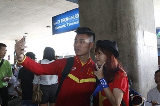 Một cầu thủ khác của HAGL là Văn Thanh cũng nhận được sự quan tâm của các CĐV nữ.